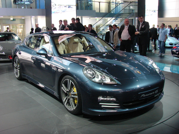 Porsche Panamera en direct de Francfort : inclassable