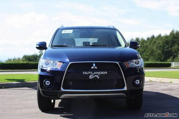 Pendant ce temps, Mitsubishi présente son Outlander restylé