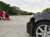 Le Père Noël abandonne sa Jaguar  pour une Cadillac CTS-V