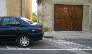 Stationner devant son garage est bien interdit