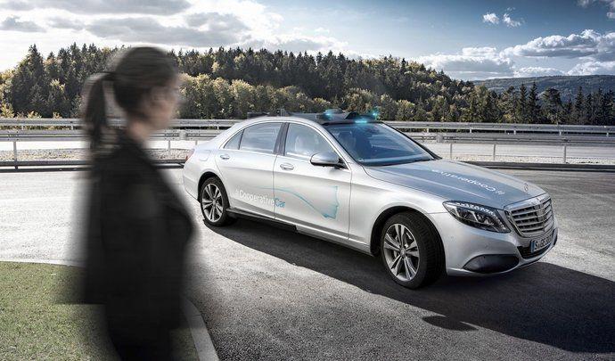 Mercedes Classe S Cooperative Concept : une berline autonome lumineuse