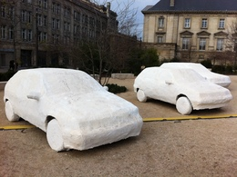 (Minuit chicanes) 3 mages automobiles devant la cathédrale de Reims