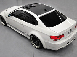 La BMW M3 E92 prend 2 tours de taille avec Prior Design