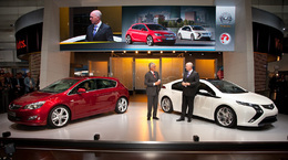 Direct Francfort 2009 : Opel Astra, Ampera, Insignia OPC et Merkel