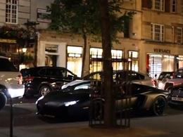 Excédée par le bruit, elle lance une pomme sur la Lamborghini Aventador d'un dubaïote