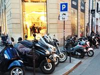 Anne Hidalgo officiellement favorable au stationnement payant des motos et scooters