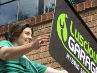 Luscious Garage, spécialisé dans les autos hybrides, dirigé par une femme !