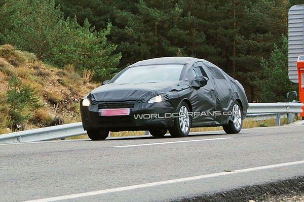 Peugeot 408 : elle roule déjà