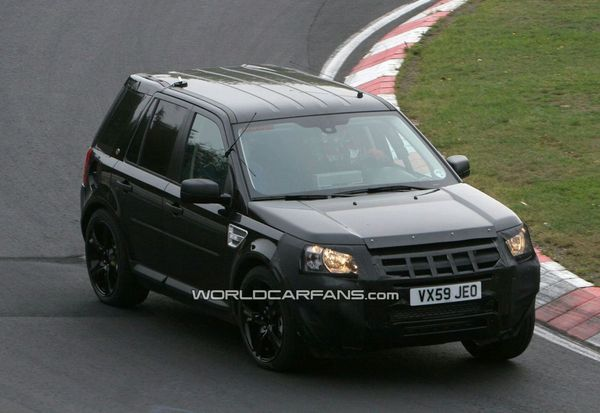 Spyshot : Le Land Rover LRX roule aussi