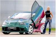 Exclusif la première voiture avec un salon coquin en guise de coffre !!!