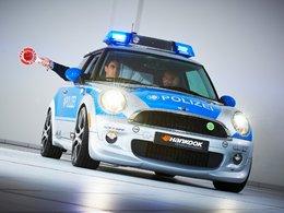 Après le Taser : la Mini E Police par Schnitzer :