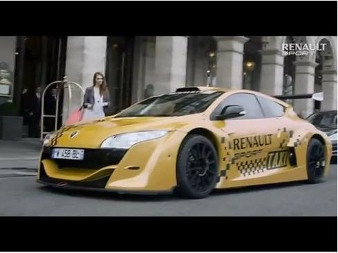 (Vidéo) Un taxi dans Paris, une Renault Mégane Trophy V6 de 400 ch