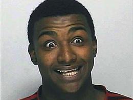 Arrêté par la police, il avale un sac entier de cocaïne