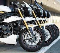 La Triumph Speed Triple R se chausse de Pirelli Diablo Supercorsa