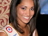 Cindy Fabre, la Miss France qui vendit sa Peugeot 307CC pour drifter en Mazda RX-8