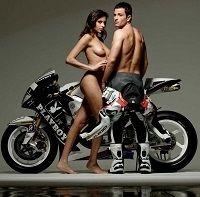 Sécurité routière: Le motard et le scootériste roulent nus