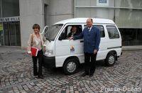 Des personnes âgées en camionnette électrique !