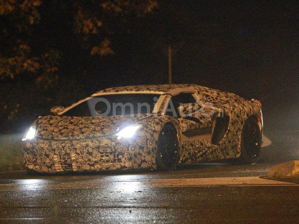 Future Lamborghini V12 : escapade nocturne en petite tenue