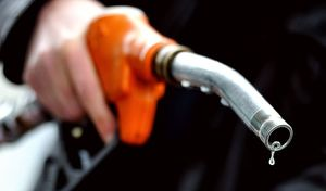 Carburants: la hausse des taxes est annulée