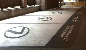 Faire de la promotion à la place des emplacements pour handicapés, la pub qui tourne court