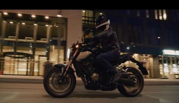 Vidéo - Honda: la CB650R descend dans la rue!