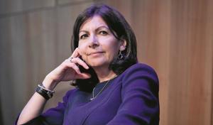 """Anne Hidalgo se dit """"menacée"""" par les lobbies automobiles et pro-diesels"""