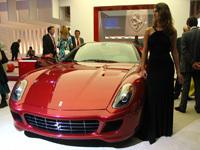 Le stand Ferrari au Mondial de l'Auto