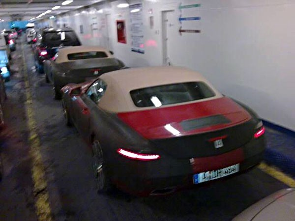 Spyshot : la Mercedes SLS AMG Roadster se mesure à l'Audi R8 Spyder