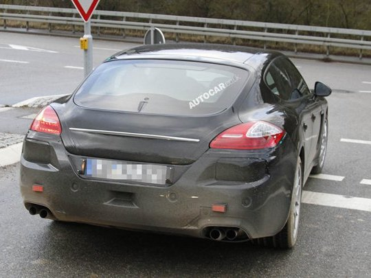 La Porsche Panamera restylée montre son nouveau postérieur