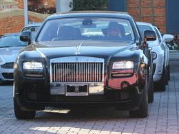 Paris Hilton s'offre une Rolls-Royce Ghost, mais pas en rose bonbon