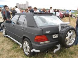 Saucisse du vendredi : Mercedes 90E