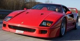 Un membre de la compagnie suédoise d'inspection des véhicules crashe une Ferrari F40