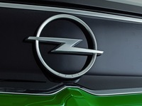 Opel fait évoluer son logo