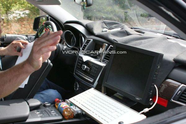 Spyshot : voici l'intérieur du futur Mercedes ML