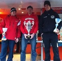 Loic Larrieu monte sur le podium de l'Enduro Sprint en Junior