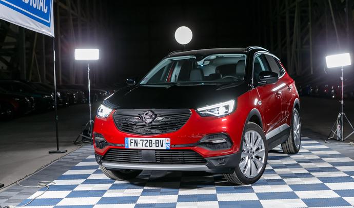 Opel Grandland X Hybrid4 : le tonnerre électrifié - Salon de l'auto Caradisiac