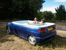 Une Seat Ibiza transformée en jacuzzi