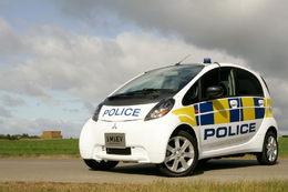 La Police britannique s'équipe de Mitsubishi i-Miev, les chauffards sont morts de rire