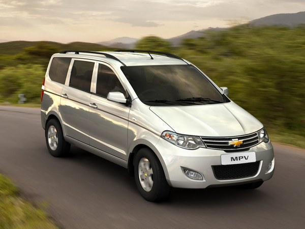 New Delhi 2012 : Chevrolet Sail et MPV Concepts