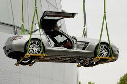 La Mercedes SLS AMG à portes papillon s'envole pour de vrai