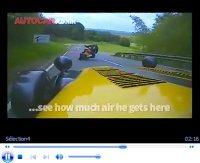 Vidéo : Caterham R500 vs Ducati Hypermotard, qui est le plus vite sur route ?