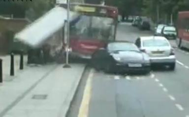 [vidéo] : fallait pas ... se garer sur la voie de bus