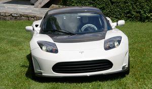 La dernière Tesla Roadster produite affichée plus d'un million d'euros