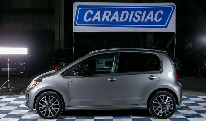 Volkswagen Up!: enfin branchée! - Salon de l'auto Caradisiac