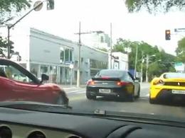Course sauvage au Brésil : Ferrari 458 Italia, Lamborghini Gallardo Balboni, F430 Scuderia... se tirent la bourre !
