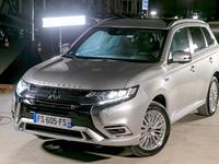 Mitsubishi Outlander PHEV: l'outsider - Salon de l'auto Caradisiac