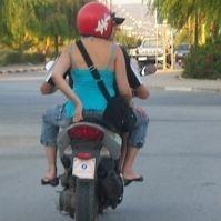 Nos voisins et le scooter : Escale en Tunisie
