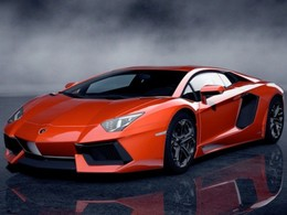 Gran Turismo 5 : Lamborghini Aventador et Nissan Leaf