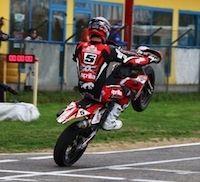 Supermotard, championnat d'Italie 2011: Adrien Chareyre monte sur le podium.
