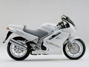 Rencontre : Stéphane et sa Honda VFR modèle 1992 … « Vraiment Faite pour Rouler !! »